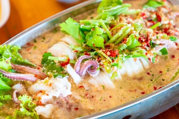Kalmary na parze z pikantnym chili i sosem cytrynowym