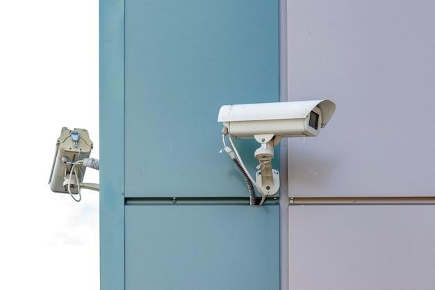 Kamery nadzoru wideo na końcu budynku