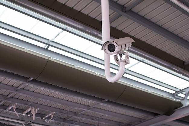 Kamery przemysłowe (cctv) na ulicach wielkiego miasta