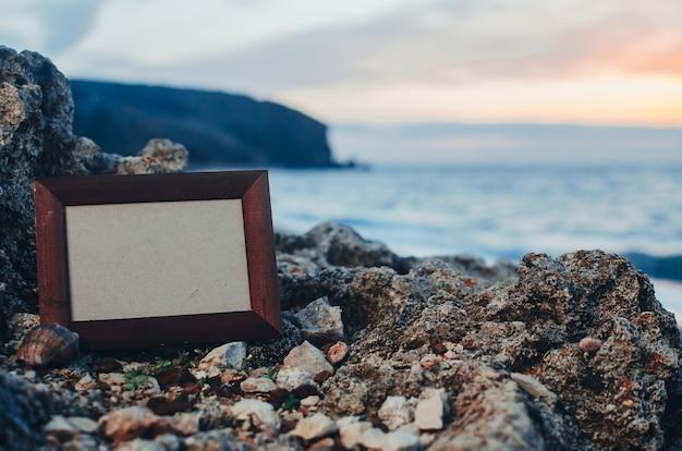 Kamień ramki na zdjęcia w lecie