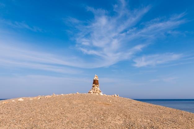 Kamienie i skorupy piramidy