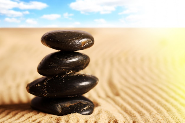 Kamienie na piasku