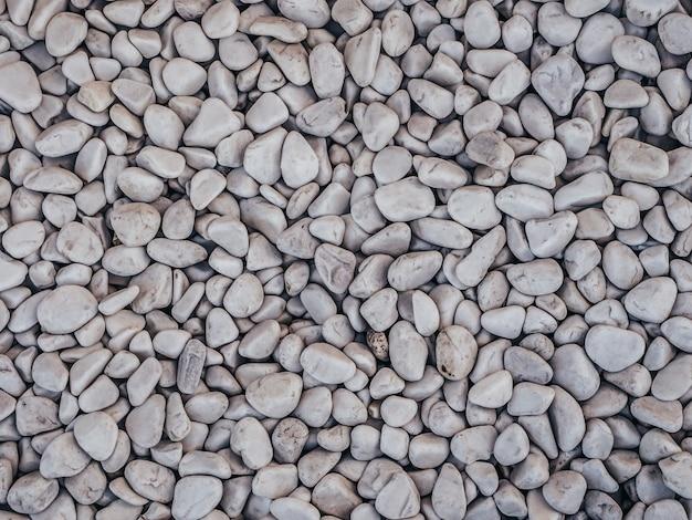 Kamienie ozdobne, okrągłe kamienie na białym tle
