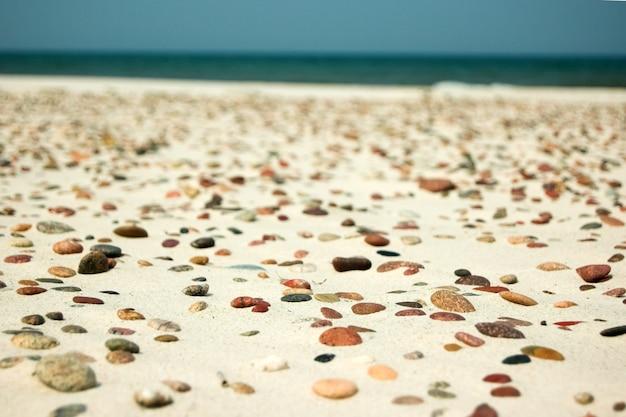 Kamienie w piasku