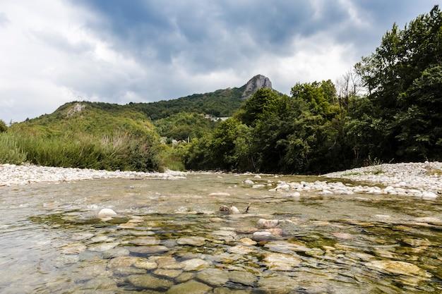 Kamienista górska rzeka