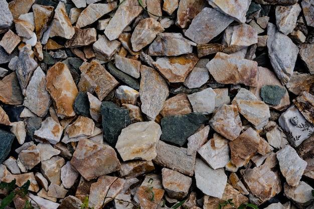 Kamienna ściana jako tło i tekstura
