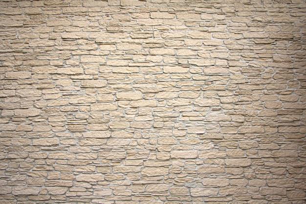 Kamienna ściana tekstur, kwadratowa żółta płytka trawertynowa. element projektu lub tło.