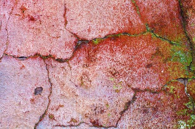 Kamienna ściana ze starą pękniętą farbą. zdjęcie wysokiej jakości