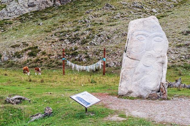 Kamienne rzeźby kezertash ze starożytnego tureckiego elementu kultu pogańskiego