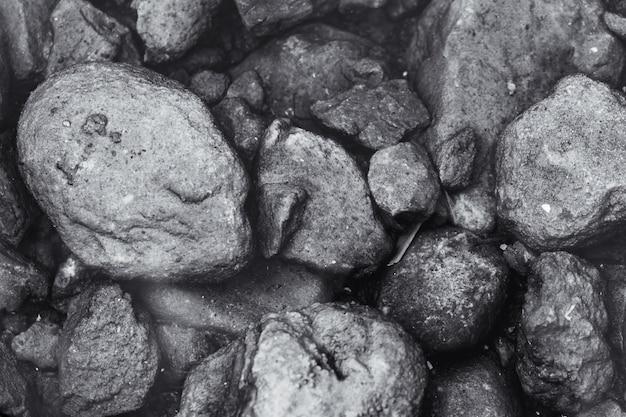 Kamiennej nieociosanej natury prawdziwego życia czarny i biały tło