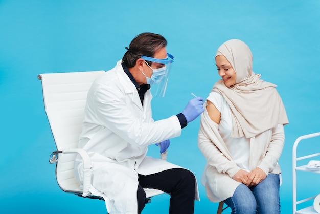 Kampania szczepień przeciwko covid-19 (koronawirusowi) w klinice
