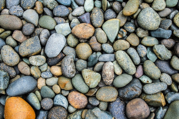 Kamyczki kamień lub kamień rzeczny tło z filtrem vintage