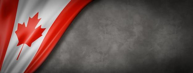 Kanadyjska flaga na betonowej ścianie