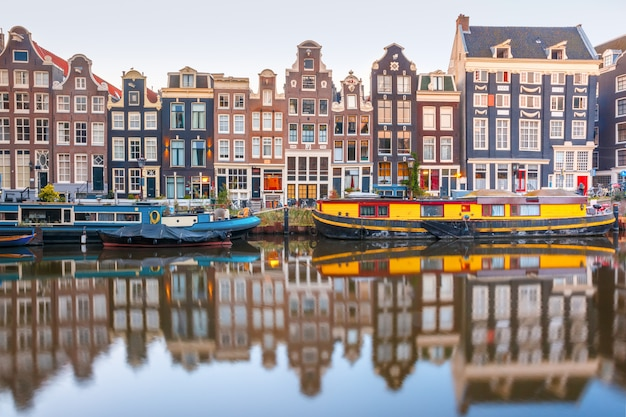 Kanał amsterdamski singel z holenderskimi domami