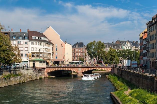Kanał w centrum miasta strasburga