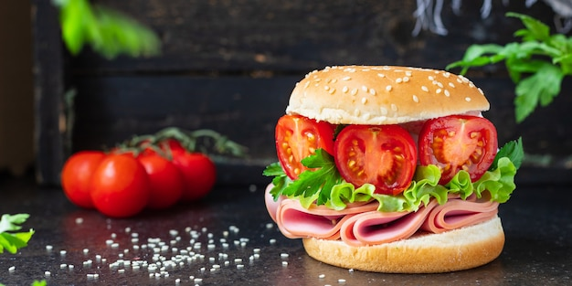 Kanapka kiełbasa warzywa nadziewany burger mix przekąska