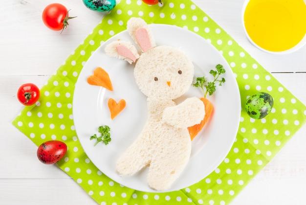 Kanapka w formie króliczka