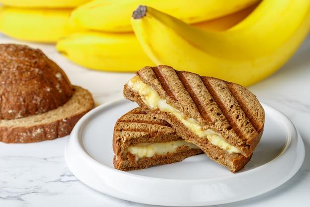 Kanapka z bananem