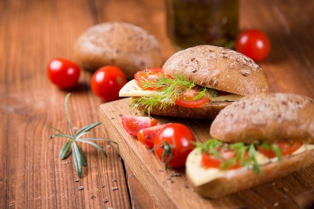 Kanapka z pomidorem
