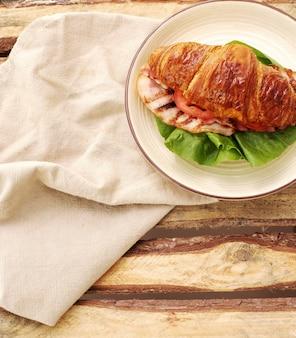 Kanapka z rogalikiem warzywnym