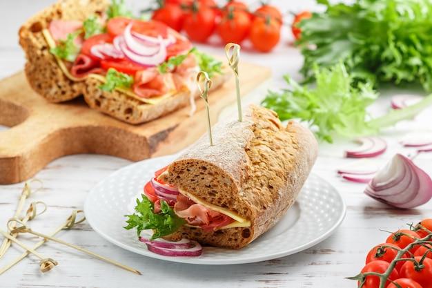 Kanapki z chleba żytniego