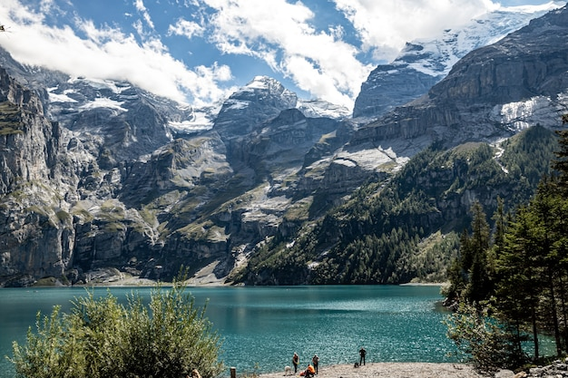 Kandersteg szwajcaria - widok na fruendenhorn, doldenhorn i oeschinensee