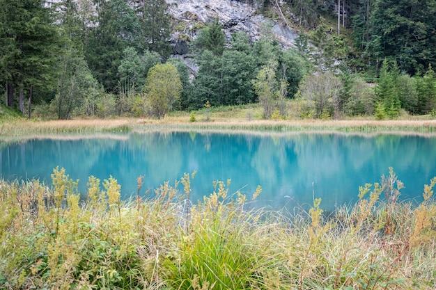 Kandersteg szwajcaria - widok na jezioro muggeseeli