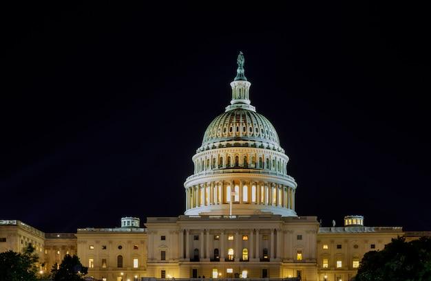 Kapitol stanów zjednoczonych w waszyngtonie w nocy