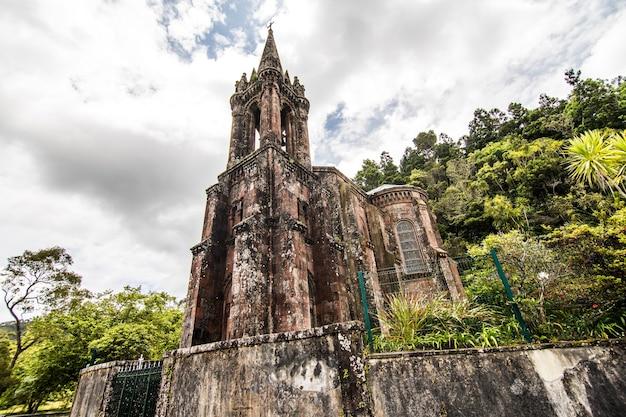 Kaplica matki bożej zwycięskiej znajduje się w furnas na wyspie sao miguel na azorach