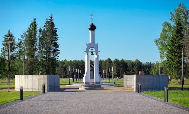 Kaplica w parku zwycięstwa w miejscowości smorgon na białorusi. pomnik bohaterów i wojny światowej.