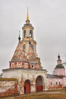 Kaplica złożenia klasztoru, mury złożenia klasztoru