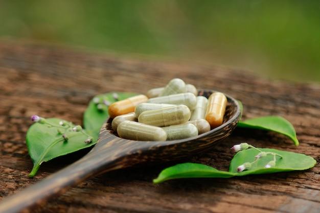Kapsułki ziołowe suplementy z ziół do zdrowego odżywiania