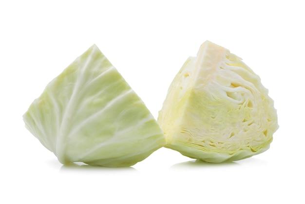 Kapusta zielona na białym tle