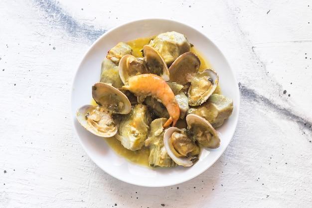 Karczochy a la marinera typowe danie w hiszpanii