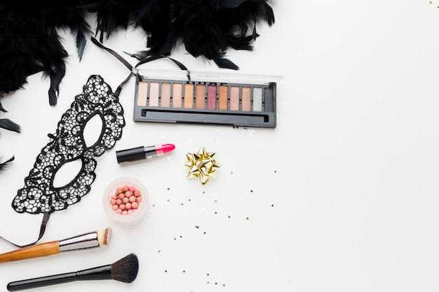 Karnawałowa maska z zestawem do makijażu i brokatem