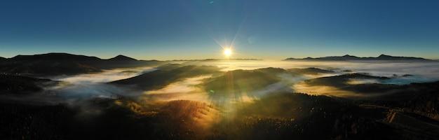 Karpacki słoneczny krajobraz