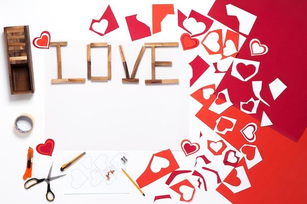 Karta, domowej roboty. walentynki. origami, karton, nożyczki, ołówek. czerwony, różowy, pomarańczowy. serce.