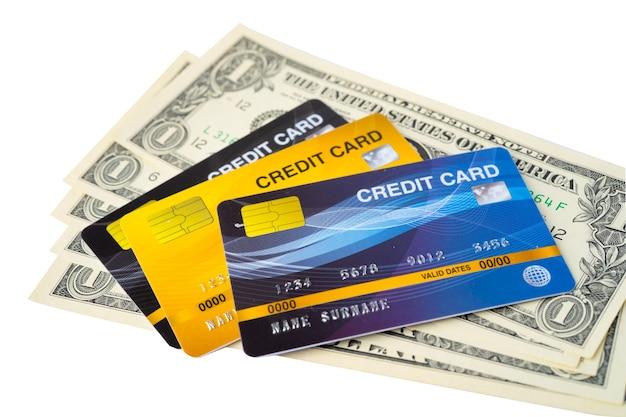 Karta kredytowa na banknoty dolara amerykańskiego.