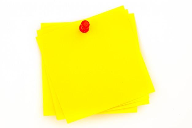 Karteczkę z czerwonym pinezki
