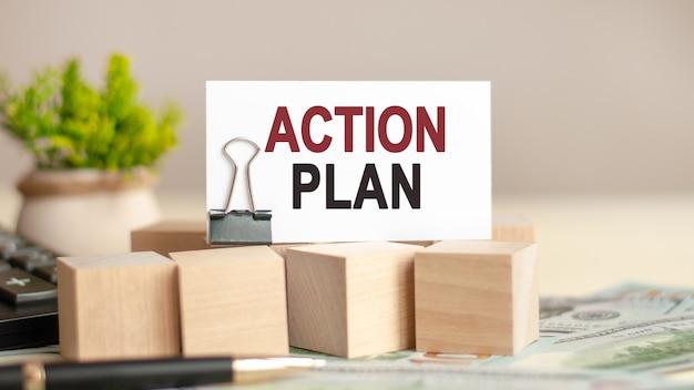 Kartka papieru z planem działania tekstu. koncepcja biznesowa i finansowa.