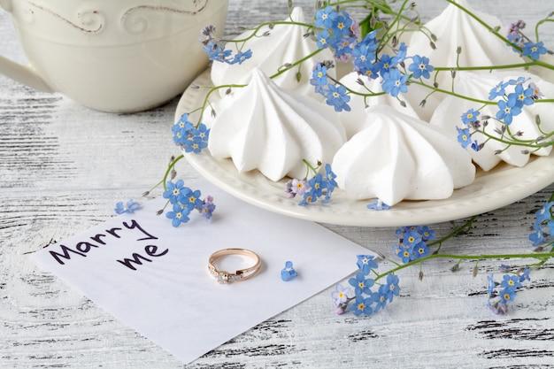Kartka ślubna. świąteczna ściana z kwiatami nie zapomnij mnie