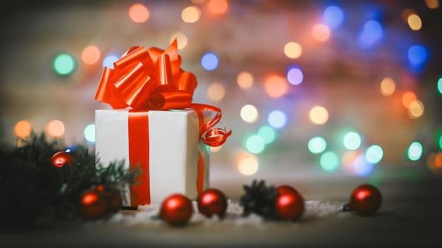 Kartka świąteczna. pudełko na prezent na boże narodzenie. zdjęcie z miejscem na tekst