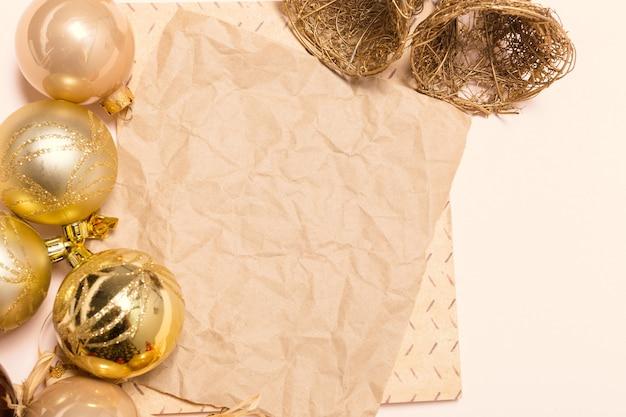 Kartkę z życzeniami makieta z ozdób choinkowych