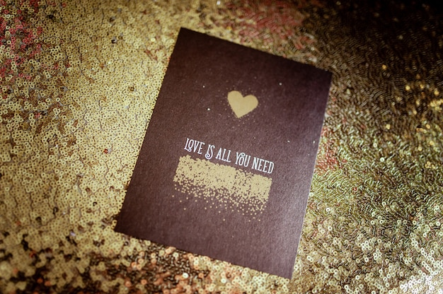 Kartkę z życzeniami ślubnymi