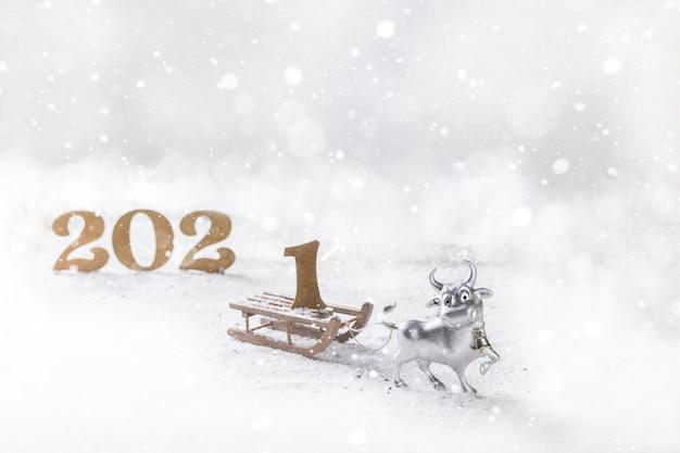 Kartkę z życzeniami szczęśliwego nowego roku metalowego byka