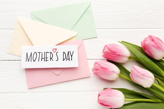 Kartkę z życzeniami z bukietem kwiatów
