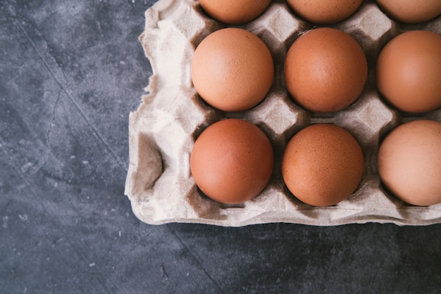Karton z jajami widok z góry