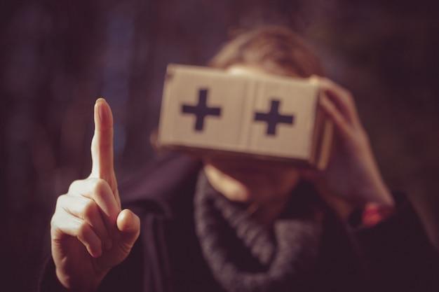 Kartonowe okulary wirtualnej rzeczywistości