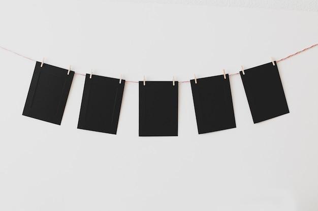 Kartonowe ramki na zdjęcia na białym tle