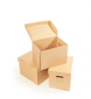 Kartony na białym tle
